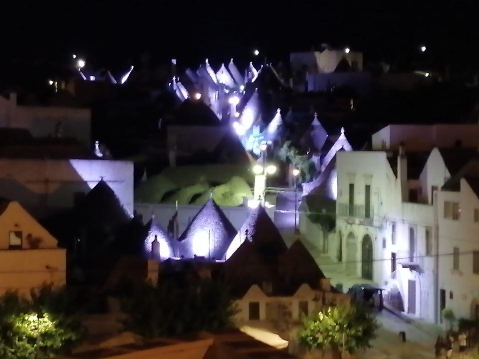 Miniatura per l'articolo intitolato:Alberobello by night